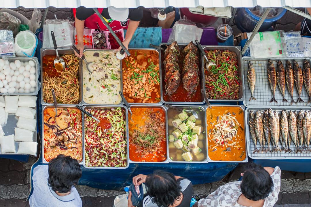Autour du monde Street Bouche magazine Credit Anansing - Expériences gustatives thaïlandaises