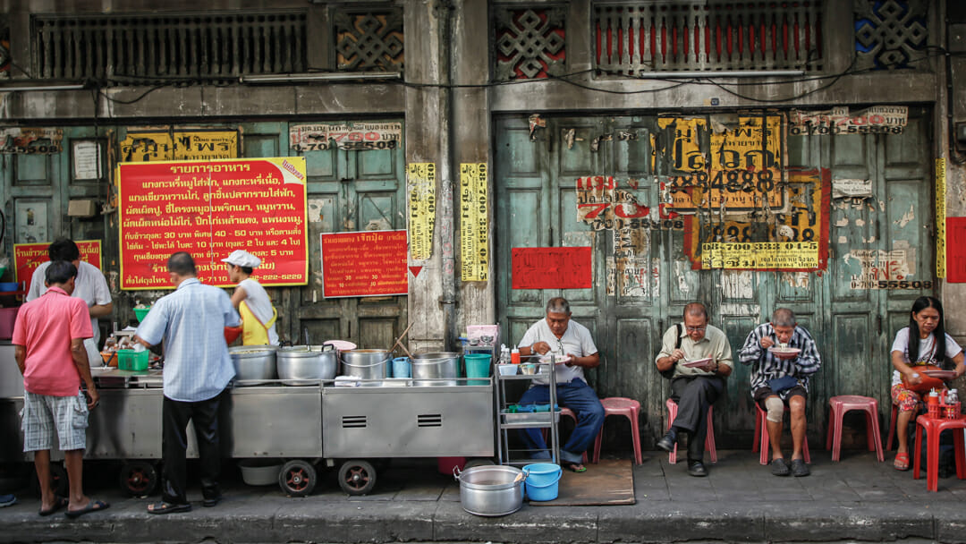 Autour du monde Street Bouche magazine credit Anurakss - Expériences gustatives thaïlandaises
