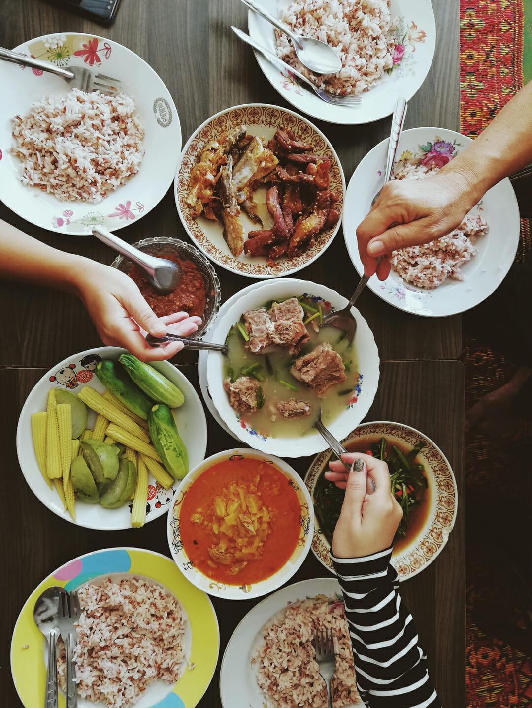 Autour du monde Street Bouche magazine credit Jutamani - Expériences gustatives thaïlandaises